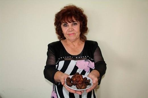 Редкий и очень ценный гриб найден в Белебеевском районе. Около полутора килограммов черных трюфелей обнаружила грибник с полувековым стажем Гульчехра Курбанова.