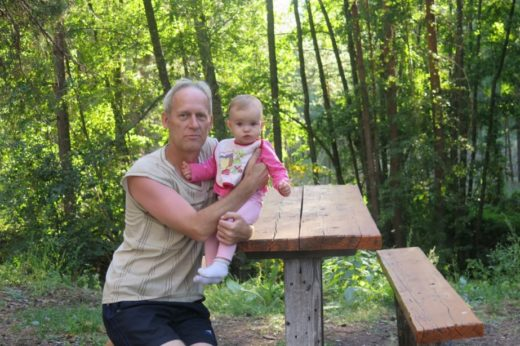 Сергей любит проводить время на природе с семьей, но его особенная страсть — сбор грибов.Фото: из архива Сергея Баранова