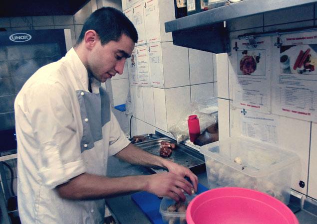 По санитарным нормам, в ресторанах подают грибы, купленные в магазинах. Фото: Андрей СЕРГЕЕВ.