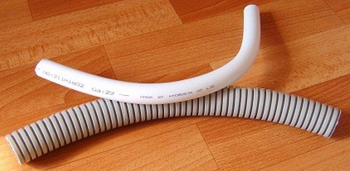 Для замены ручки использован отрезок пластиковой сантехнической трубы диаметром 25мм и длиной 35см