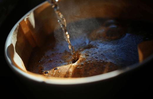 Считается, что грибной кофе не только отличается землистым ароматом и более мягким вкусом по сравнению с классическим, но и обладает целебными свойствами. Фото: © Daniel Haug / gettyimages.com