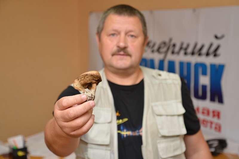 Начало новому грибному сезону положено. Читатели уже принесли к нам в редакцию первый гриб. Его нашел Михаил Носков, грибник со стажем и чутьем на дары леса.