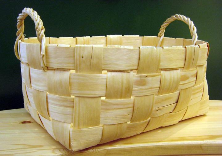 Современная корзина из лучины. Национальный музея Республики Карелия